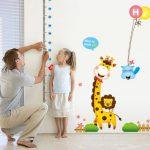 Otroške stenske nalepke v malčkovi sobi