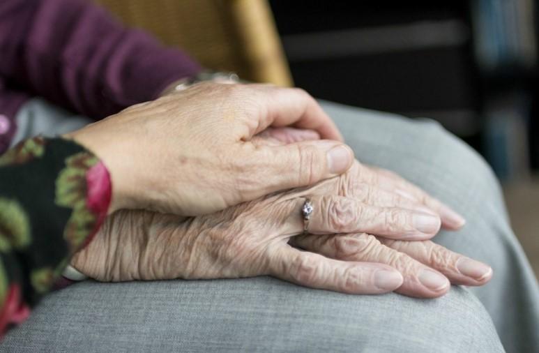 Pomoč starejšim osebam na domu