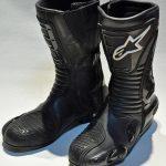 Motoristični škornji ščitijo in varujejo noge